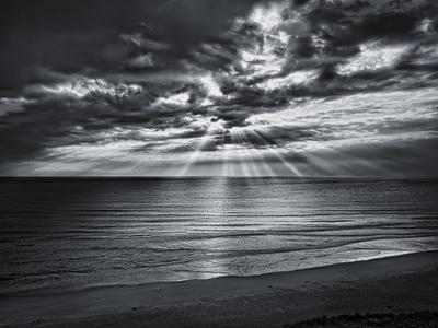 Black and white beach rays of light wallpaper